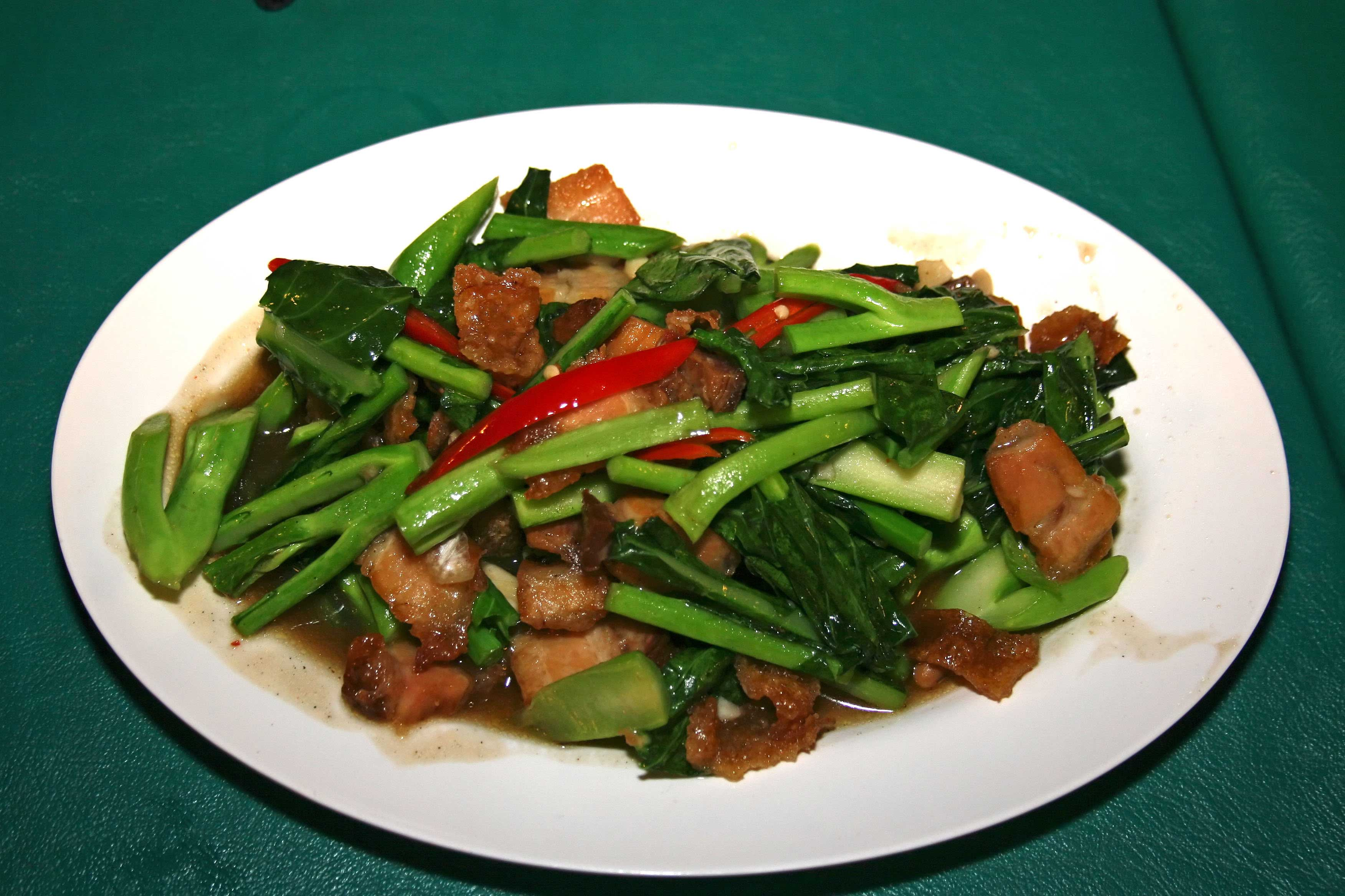 Phat Khana Mu Krop (Stir-fried Chinese Broccoli with Crispy Pork ...