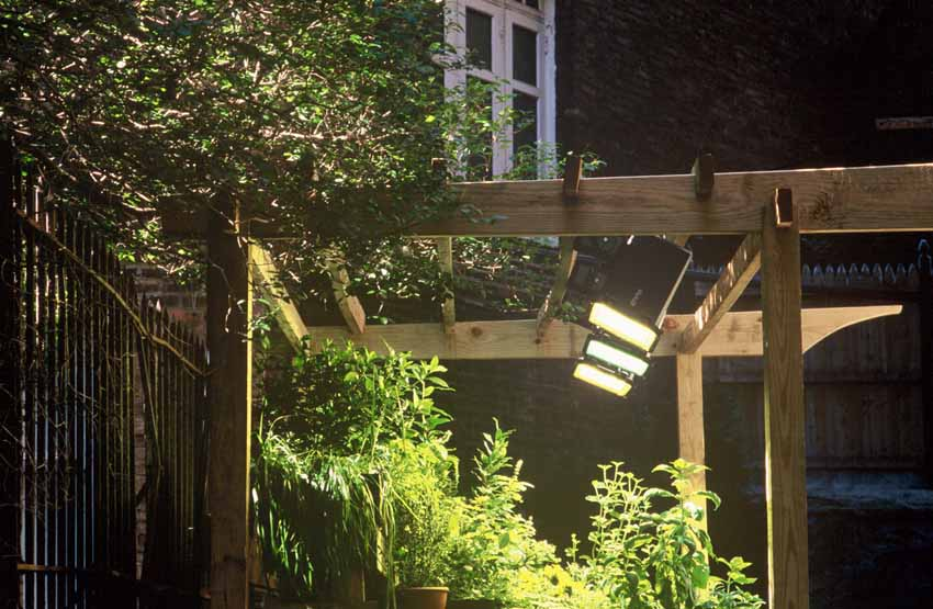 26 Elegant Garden Plant Spotlights, Outdoor Grow Lights
